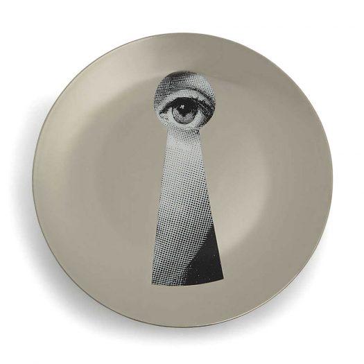 T&V Porcelain Wall Plate 26cm